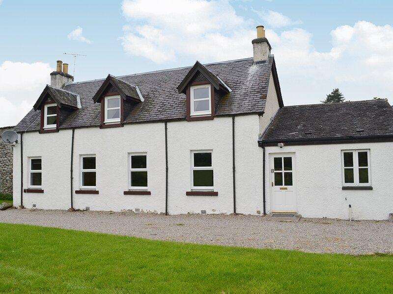 Rose Cottage - Beaufort Estate, holiday rental in Kiltarlity