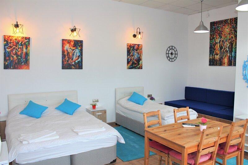Sunset Triple Room 2, holiday rental in Altinkum