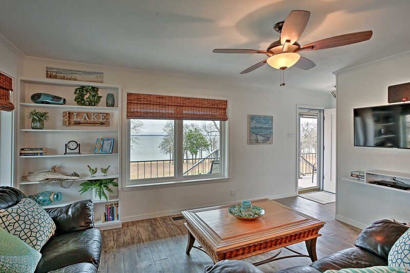 NEW! Pottsboro Condo w/ Lake Texoma Beach Access!, casa vacanza a Denison
