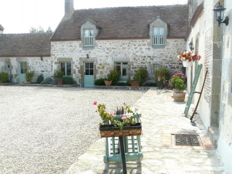 Les Vieux Murs, holiday rental in Vieilles-Maisons-sur-Joudry