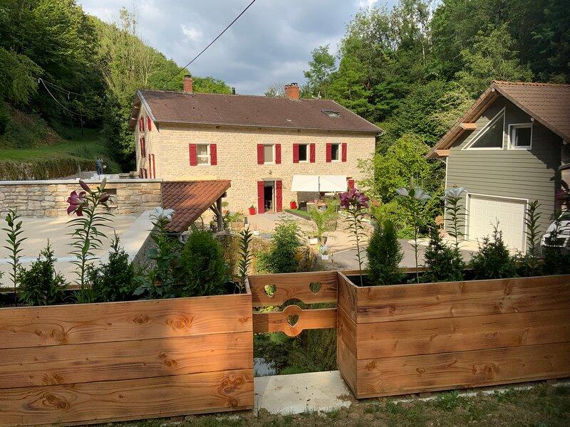Le Moulin Chopin - Maison d'hôtes de charme - Breakfast inclus, vacation rental in Coligny