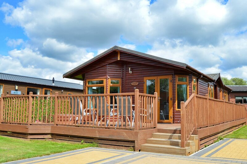 Flamingo Lodge with Hot Tub, holiday rental in Old Malton