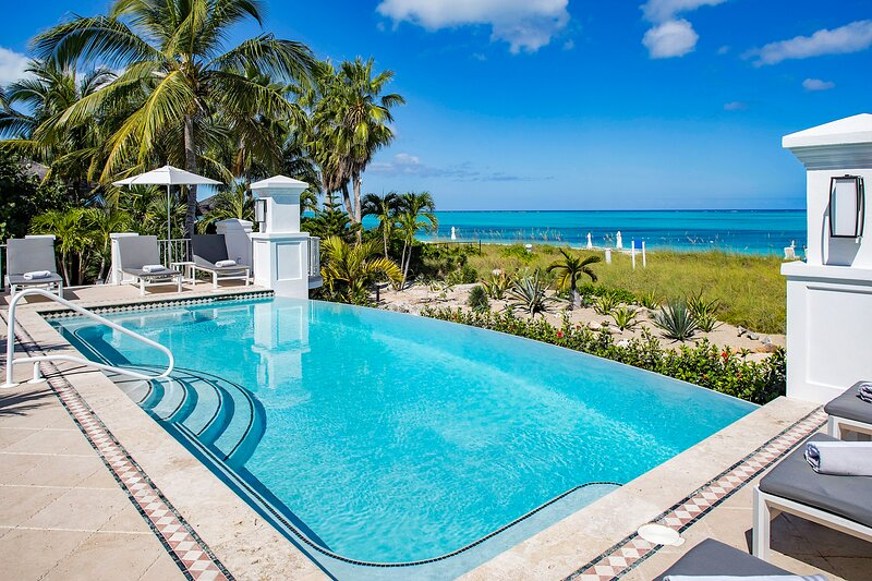 BEACH FRONT PROPERTY! 6 Bedroom on Grace Bay Beach ,Sleeps 14, holiday rental in Grace Bay