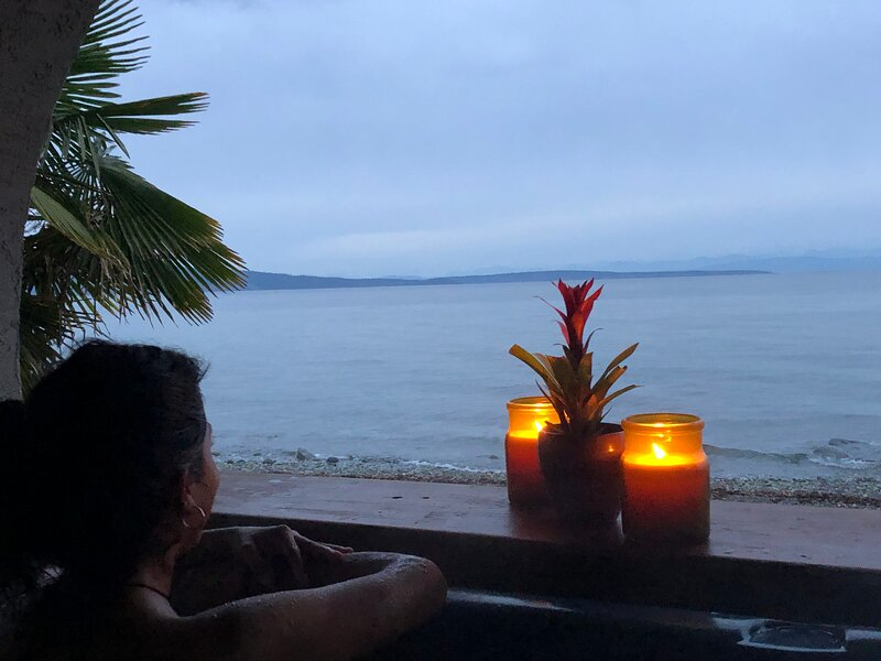 Beachfront Honeymoon Suite, holiday rental in Qualicum Beach