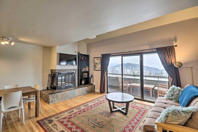 NEW! Whitefish Mtn Resort Condo: Steps to Slopes!, holiday rental in Polebridge