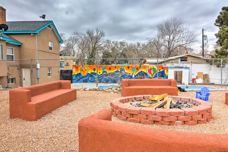 NEW! Easy ABQ Living: Central Apt w/ Shared Pool!, holiday rental in Los Lunas