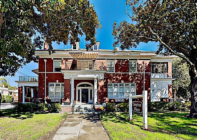 Drayton Place, 5-Unit Charmer | Starland District | Walk to Downtown Dining, holiday rental in Georgetown