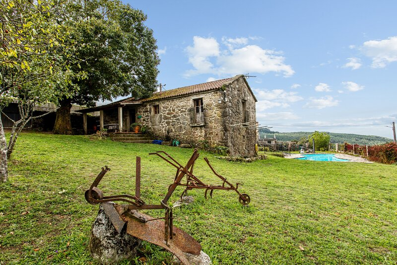Nice house with swimming-pool, casa vacanza a Combarro