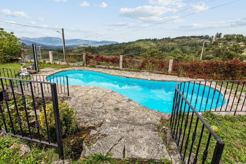 Nice house with swimming-pool, holiday rental in O Covelo