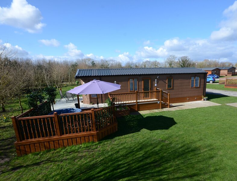 Meadows Lodge with Hot Tub, holiday rental in Old Malton