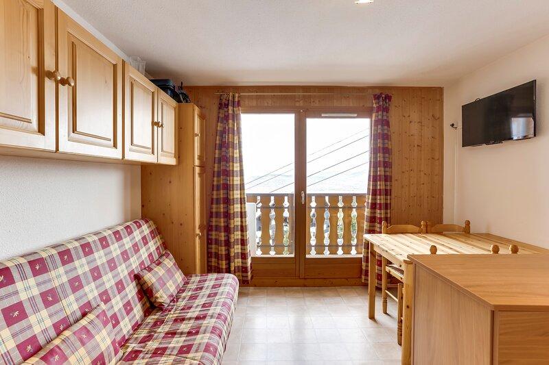 Amazing apartment with balcony, location de vacances à Thollon-les-Mémises