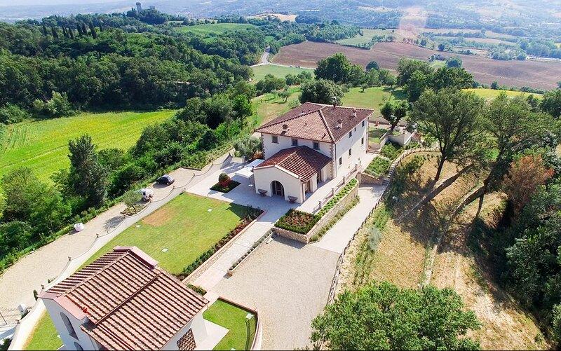 Elegant villa in Chianti,saltwater pool,A/C,Wi-Fi,near Mall outlet village,sl 18, holiday rental in Leccio