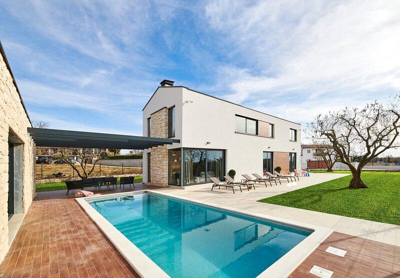 Modern Villa Ansi with a pool and wellness, aluguéis de temporada em Fabci