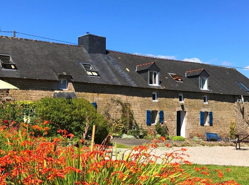 Bot Coet Cottages, Adele Cottage, tranquil gardens, shared pool, holiday rental in Saint-Tugdual