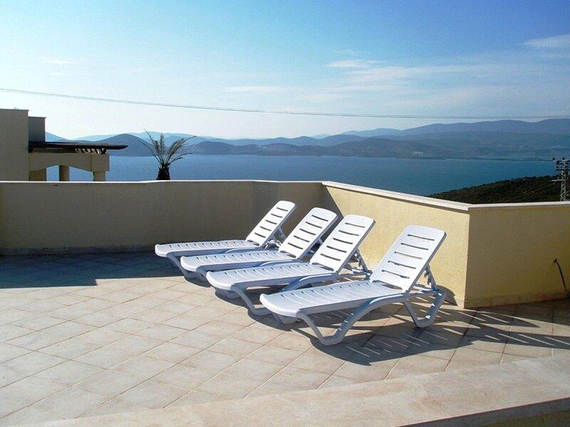 Beautiful Private Apartment In Prime Position With Fabulous Sea Views, alquiler de vacaciones en Bogazici