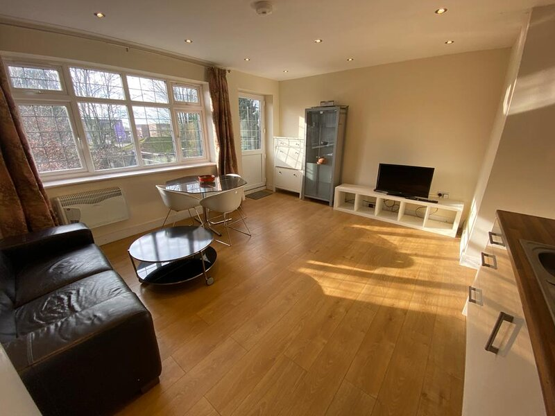 1-Bed House 10 minute drive from Hellfire Caves, location de vacances à Cookham Dean