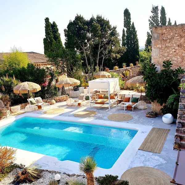 LAS FINCAS DE ANNIE , comme dans un village , charme et raffinement , au calme, vacation rental in Felanitx