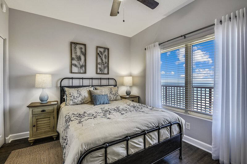 Bedroom 2 with Gulf View and Queen Size Bed
