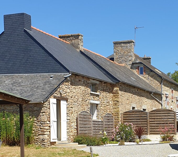 Charming traditional 2-Bed Gîte near Plémet, vacation rental in Meneac