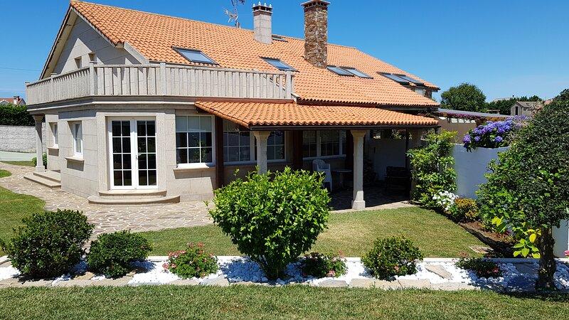Casa de 210 m2 de 4 dormitorio, location de vacances à Bertoa