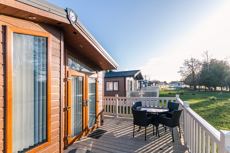 Juniper Lodge with Hot Tub, holiday rental in Fangfoss