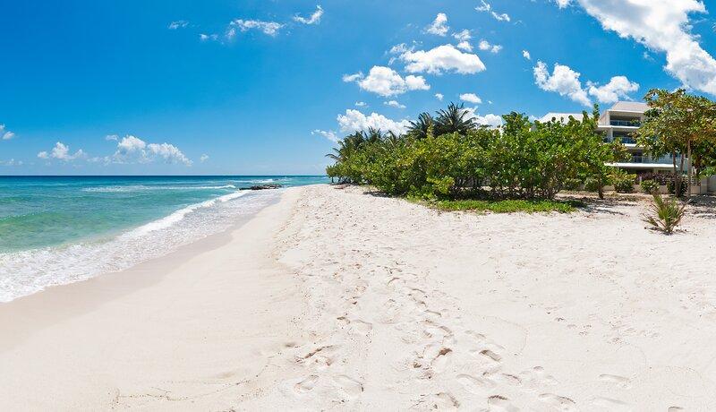 The Condominiums at Palm Beach, Apt 502, Hastings, Christ Church, Barbados – semesterbostad i Hastings