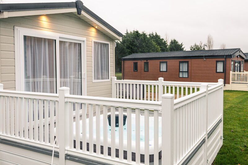 Howard Lodge with Hot Tub, holiday rental in Millington