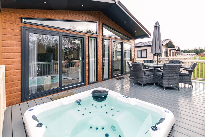 Crucible Lodge with Hot Tub, holiday rental in Fangfoss