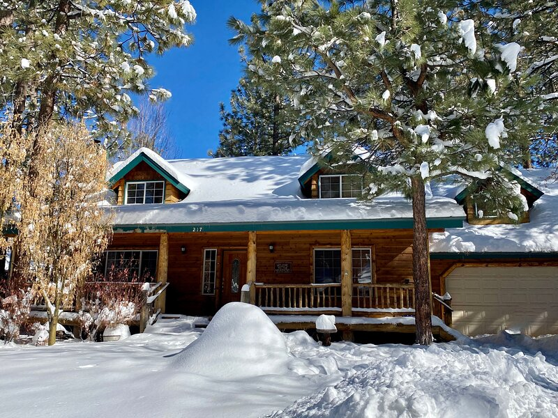 Snow covered Big Bear Cool Cabins, Abes Cool Cabin front