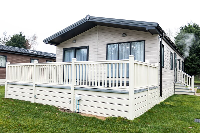 Primrose Lodge with Hot Tub, holiday rental in Millington