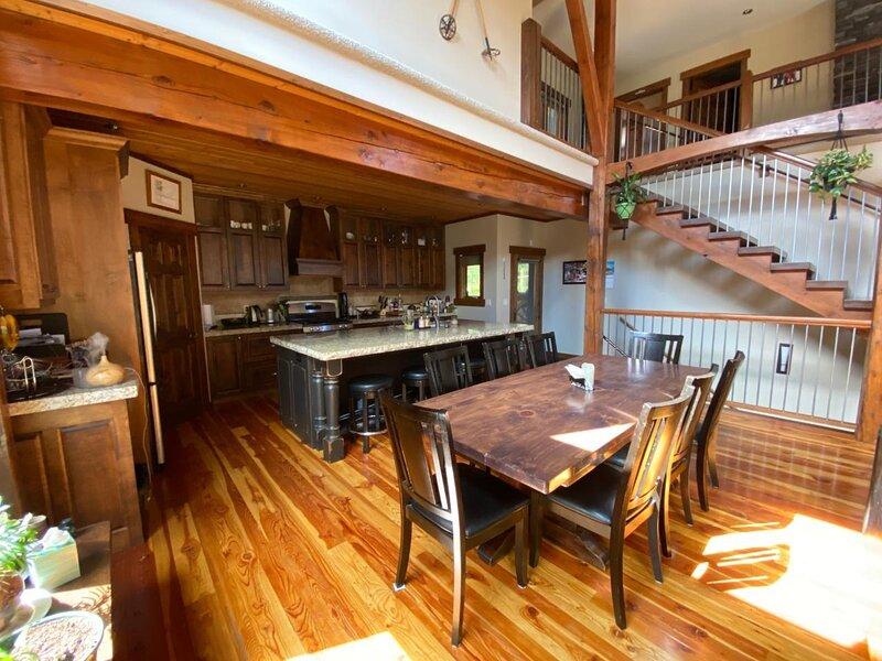 Logue's Lodge Rentals, Ski or Golf Custom Vacation home in Kimberley, BC, holiday rental in Kimberley