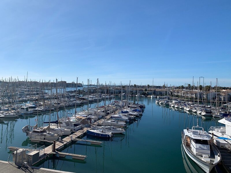 Charming one-bedroomed apartment with view of the port and sea / Port Centre, holiday rental in Cap-d'Agde