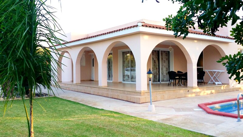 The Arches Villa: A place for a safe, peaceful, relaxing and unforgettable stay., casa vacanza a Latchi