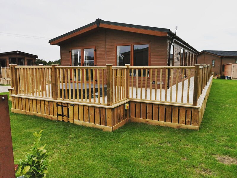 Lilac Lodge with hot tub, holiday rental in Old Malton