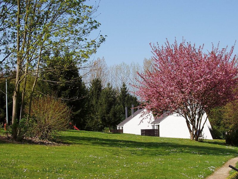 Bungalow très calme près de Dinant, holiday rental in Waulsort