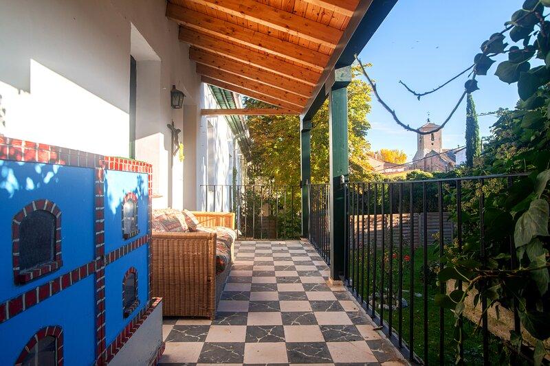 Big house with garden & terrace, location de vacances à Pesquera de Duero
