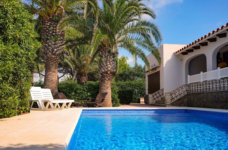 Villa Aure | Excelente Villa con piscina y aire acondicionado, alquiler vacacional en Cala'n Bosch