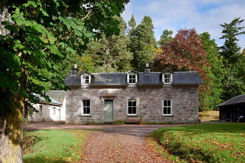 West Stables - Glenferness Estate, Ferienwohnung in Nairn