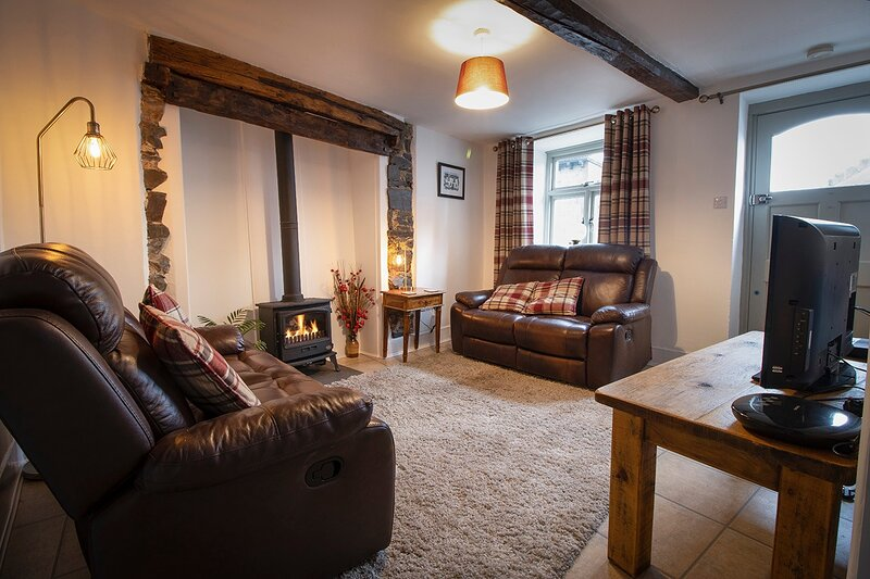 Cosy cottage in The Lake District.Sleeps 4/5.Quirky features. Lots to do and see, holiday rental in Duddon Valley