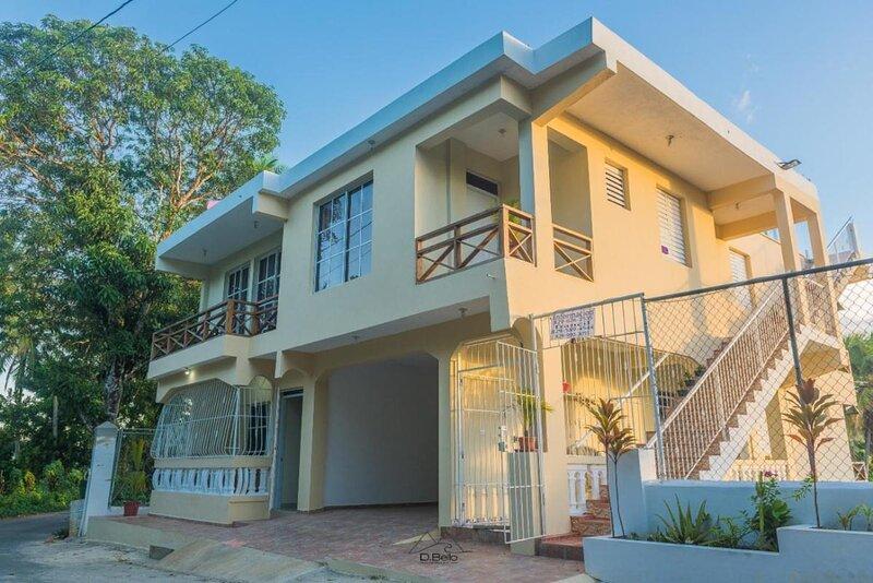 Apartment number 5, Double bed Bunk bed, location de vacances à Santa Barbara de Samana