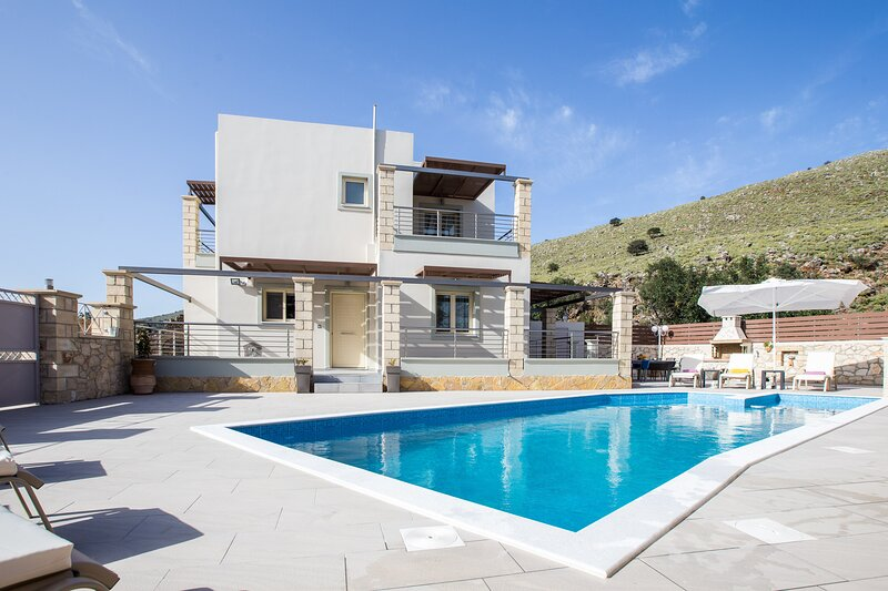 Villa Eva - Private Pool and Beautiful Sea Vistas, vacation rental in Exopoli
