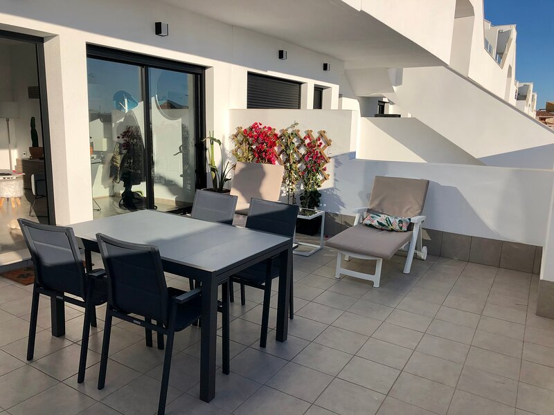 Nice new built apartment close to the towncenter and saalinas of San Pedro, vacation rental in Romero