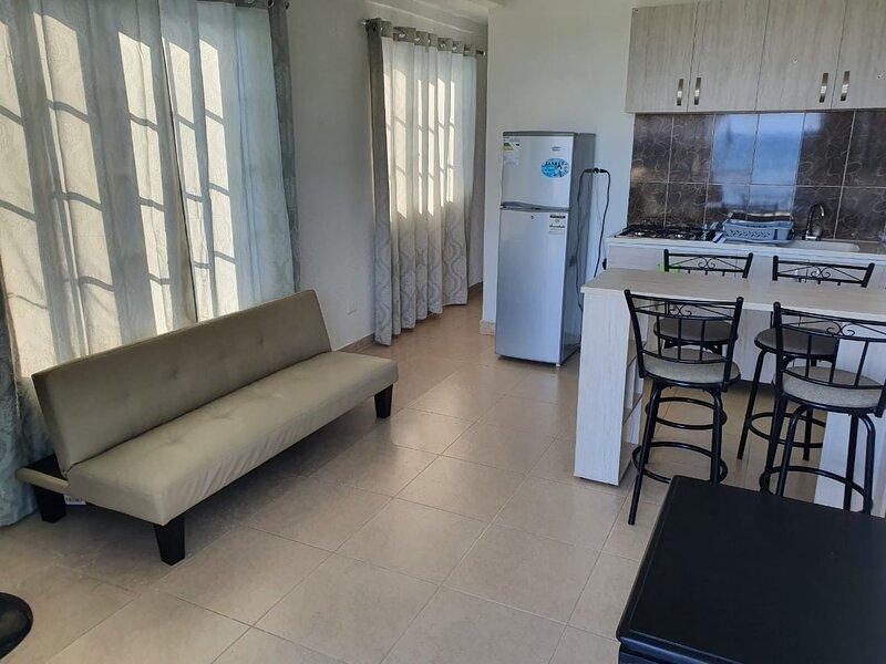 Sound Bay Beach Apartments- Apartment 2B, aluguéis de temporada em San Luis