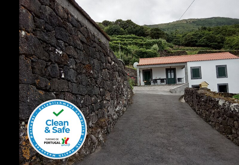 Spacious house with sea view & Wifi, holiday rental in Sao Roque do Pico