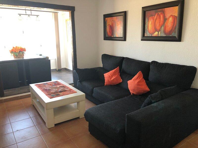 ENCANTADOR APTO.PUEBLO, 2 DOR 150M PLAYA, holiday rental in Zahara de los Atunes