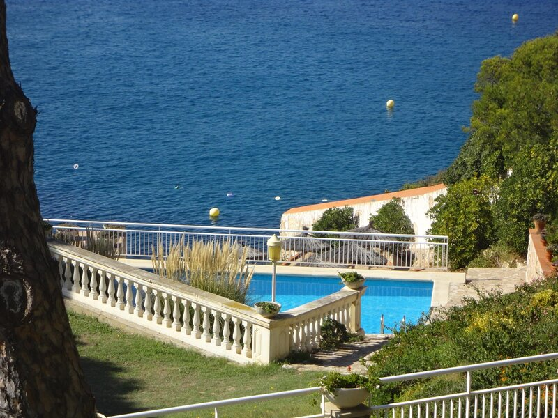 APARTMENT WITH SEA VIEW, SHARED POOL AND GARDEN, PARKING, holiday rental in Sant Feliu de Guixols
