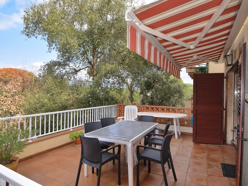 VILLA VALL ATACHED HOUSE WITH AIR CONDITIONING AND TERRACE, holiday rental in Solius