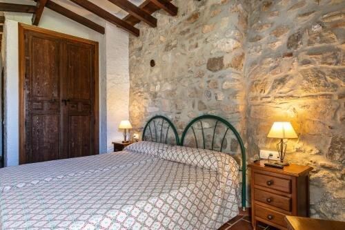 Casa Rural Del Río - Tulipán - Alozaina Sierra de Las Nieves Málaga, holiday rental in Gibralgalia