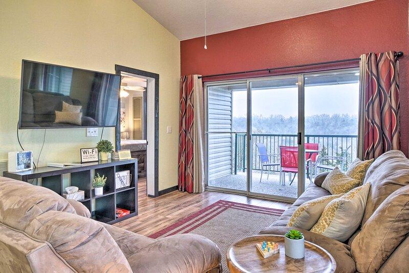 NEW! Vibrant Holiday Hills Resort Condo w/ Balcony, holiday rental in Kirbyville