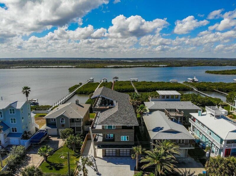 6958T - Redfish Dance ~ Riverfront Pool Home with Dock, alquiler de vacaciones en Oak Hill